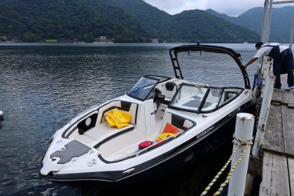湖畔へ向かうとボート